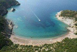 Отдых на тихом пляже Черногории летом 2017